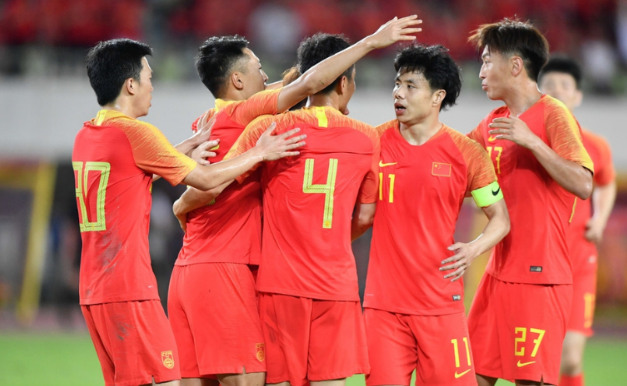 半场:李磊助吴曦破门吉翔伤退,国足1-0菲律宾