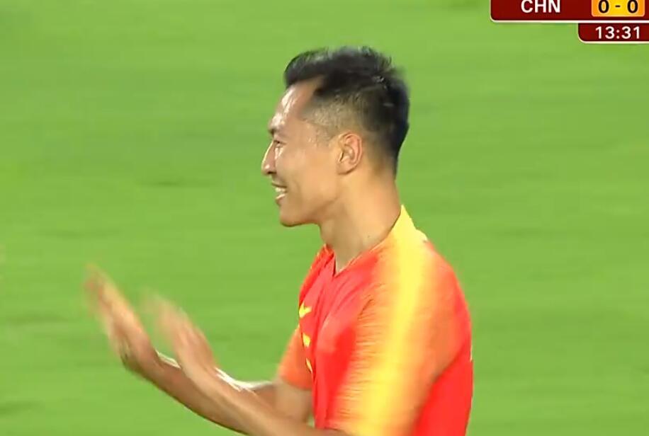 GIF:先下一城!吴曦中路包抄破门,国足1-0菲律宾