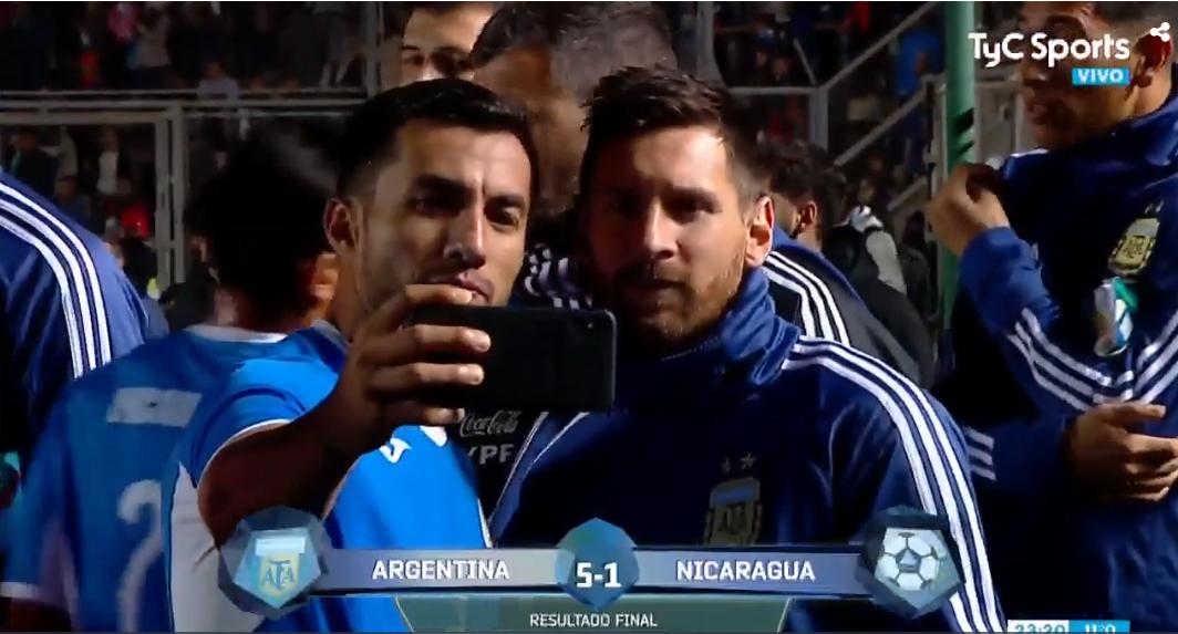 输球不妨碍追星,尼加拉瓜球员赛后排队找梅西合影