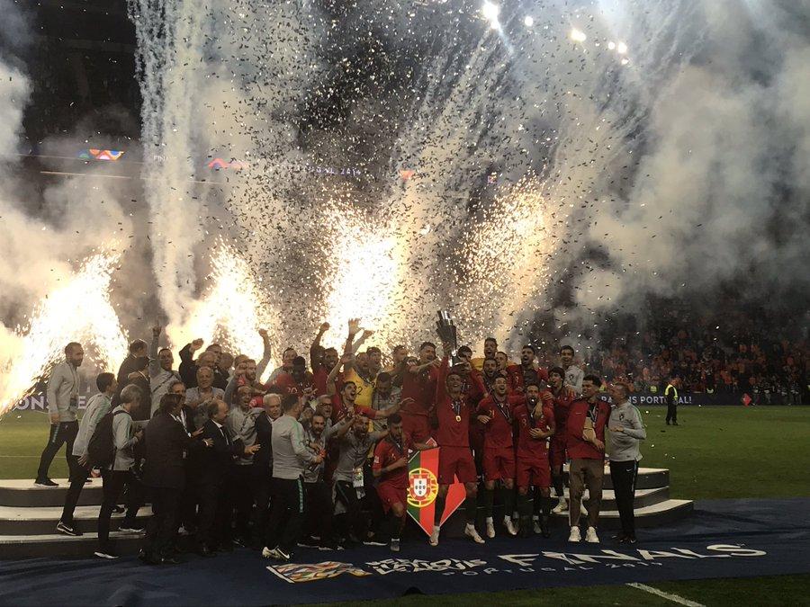 多图流:C罗举起欧国联冠军奖杯龙8国际娱乐老虎机,佩佩缠绷带庆祝