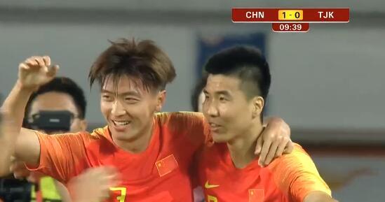 GIF:杨旭门前抢点首开纪录!国足1-0塔吉克