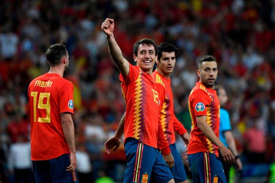 GIF:奥亚萨瓦尔抽射远角破门,西班牙3-0瑞典