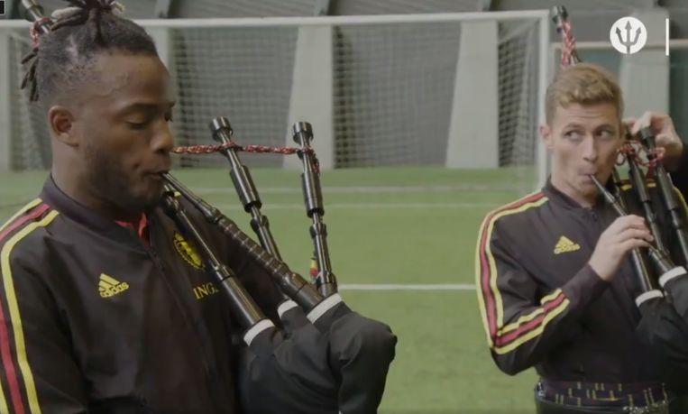 轻松备战!比利时战苏格兰,巴舒亚伊小阿扎尔练吹风笛