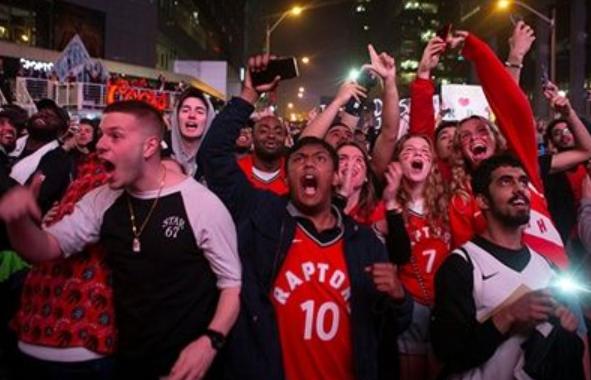 总决赛美国不雅旁观人。次十年最矮,G6添拿大不都雅多数占总人。口44%