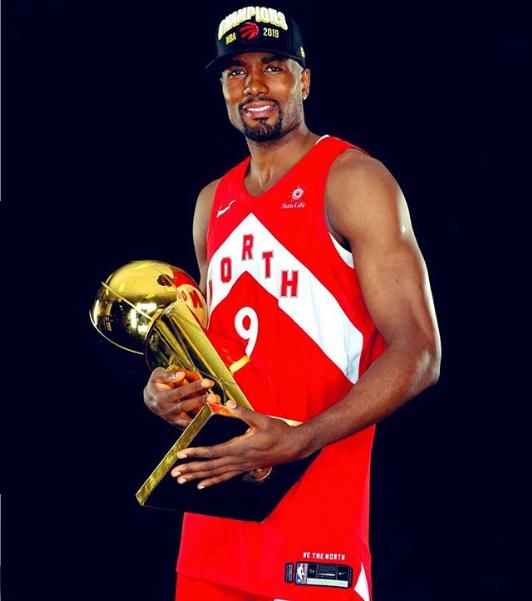 伊巴卡更新Ins晒抱总冠军奖杯照片:多伦多,这是献给你们的