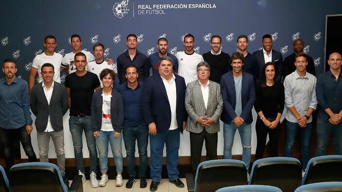 毕业咯!劳尔、哈维及阿隆索等获欧足联职业教练证书