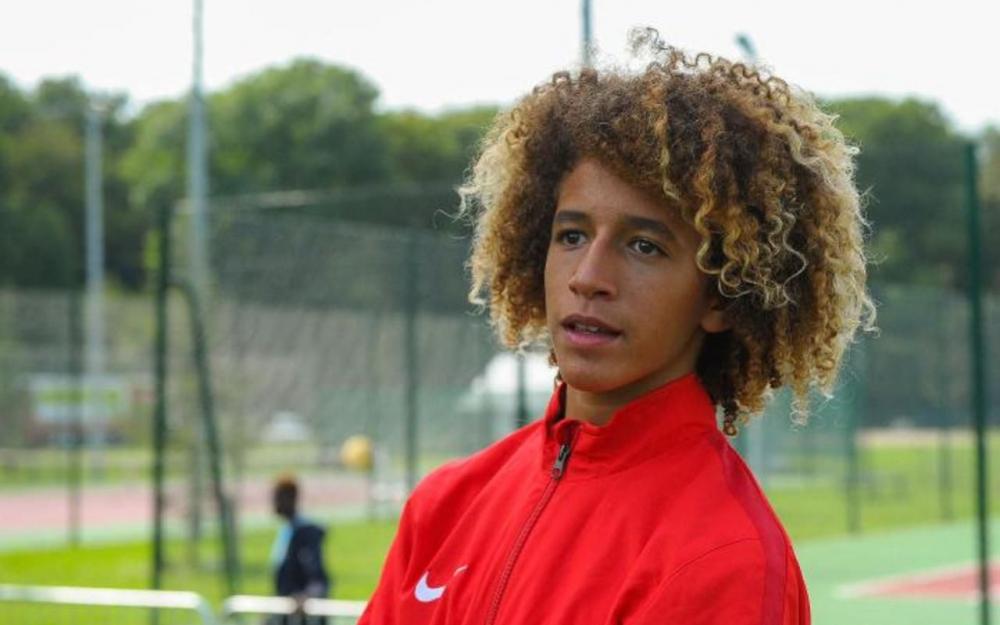 巴黎人。报:曼联为摩纳哥16岁中场梅布里报价400万欧