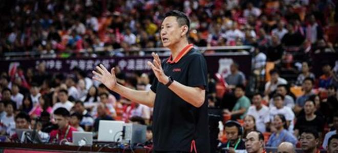 李楠:失误少篮板多是胜因,通过比赛选拔球员