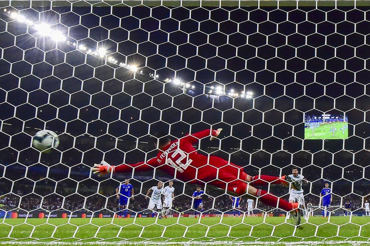 梅西5次攻破巴拉圭球门居生涯之最,其中4次点球破门