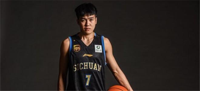 黄荣奇:感谢四川队的培养,新赛季为自己而战