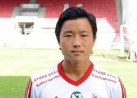 华裔球员专家:王定毅抵达上海,将赴某中超俱乐部试训