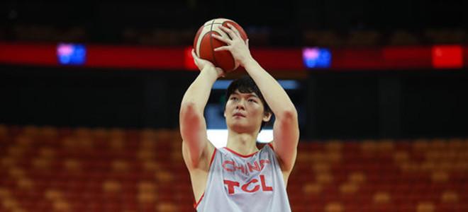 王哲林:大家对于中国男篮的首场比赛还满意吗?
