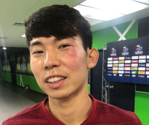 记者晒杨世元脸被对手击肿图:疼?跑不动?不存在的!