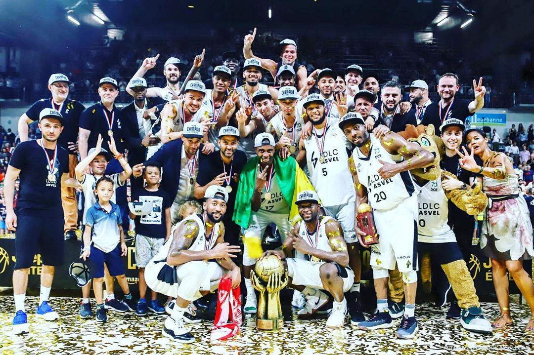 华丽转身!帕克晒所收购的篮球球队法甲夺冠瞬间