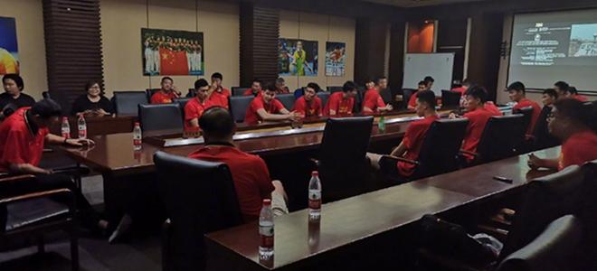 中国男篮全体观看电影《绝杀慕尼黑》,学习竞赛精神