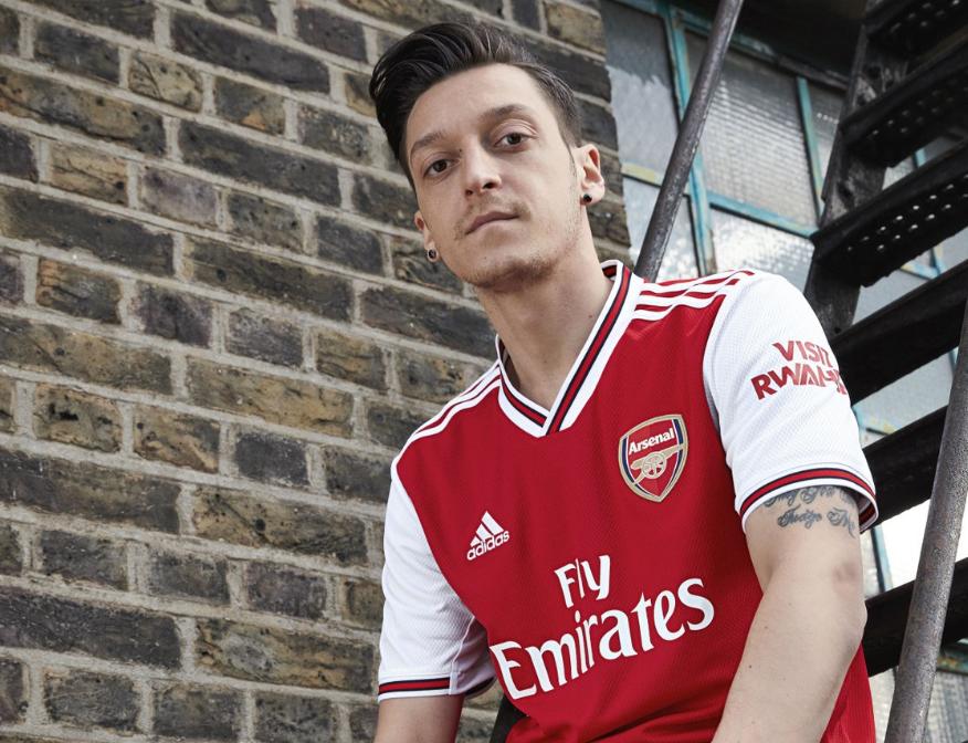 阿森纳发布新赛季主场球衣,莱诺正式穿上1号