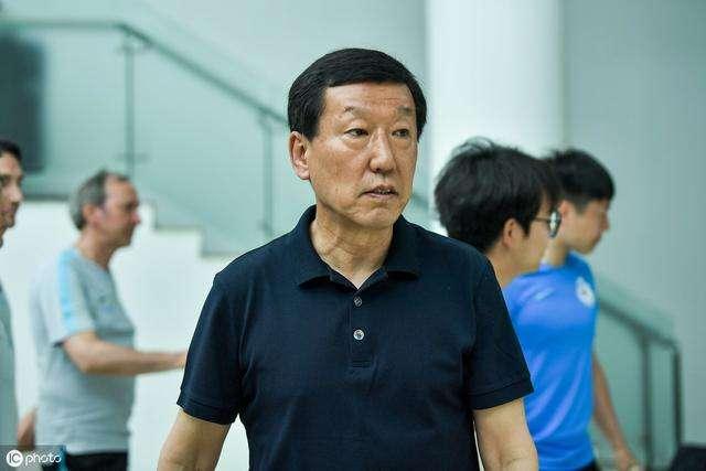 跟队:崔康熙周末抵沪,上海德比战由申花中方教练指挥