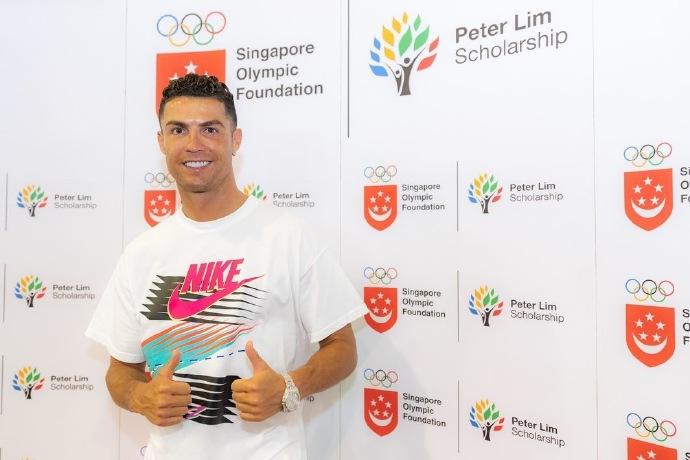 走进新加坡小学,C罗:追随你的梦想,永不放弃