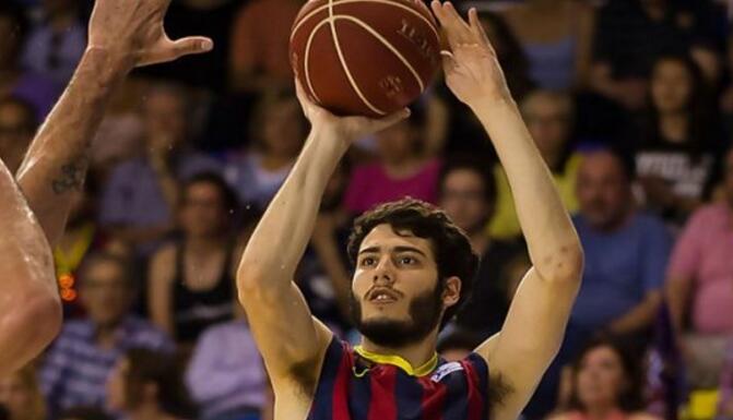 阿夫里内斯与巴塞罗那篮球俱乐部达成一份三年协议