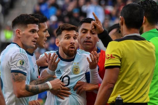 美洲杯:梅西染红阿圭罗迪巴拉齐破门,阿根廷2-1智利