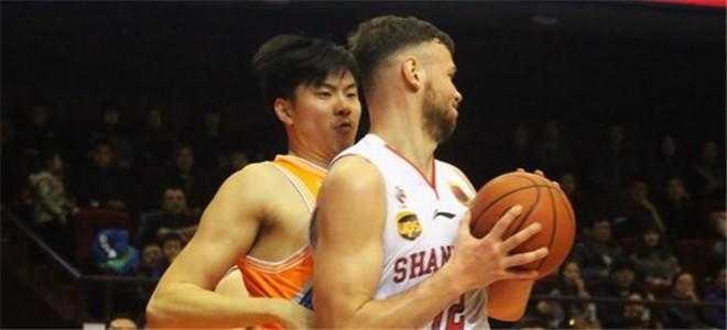 上海男篮正追求莫泰,欲提供百万合同