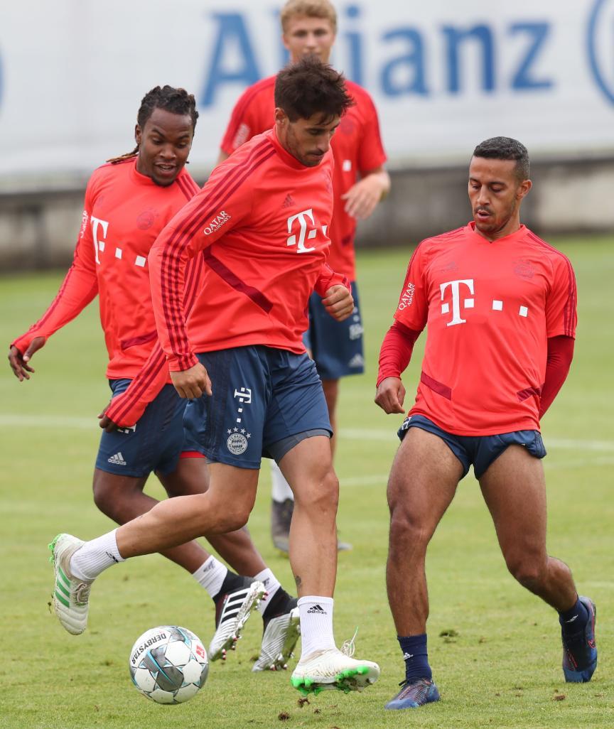 图片报:桑谢斯虽想离队,但他在训练中态度良好