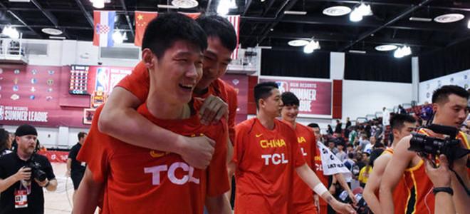 中国男篮此役共10人上场比赛,皆有得分进账