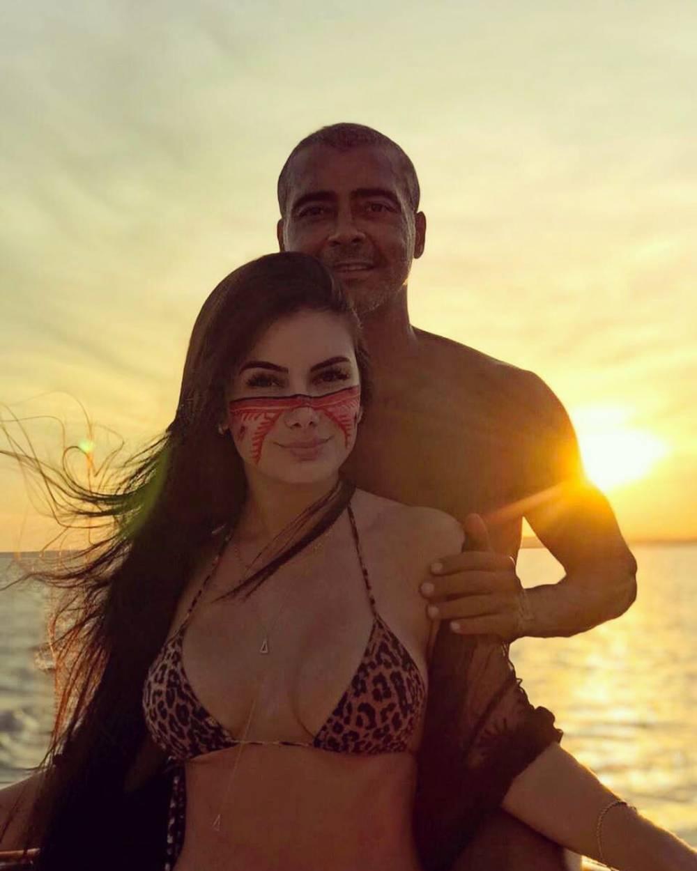 罗马里奥公布新恋情,对方是小他31岁的学生