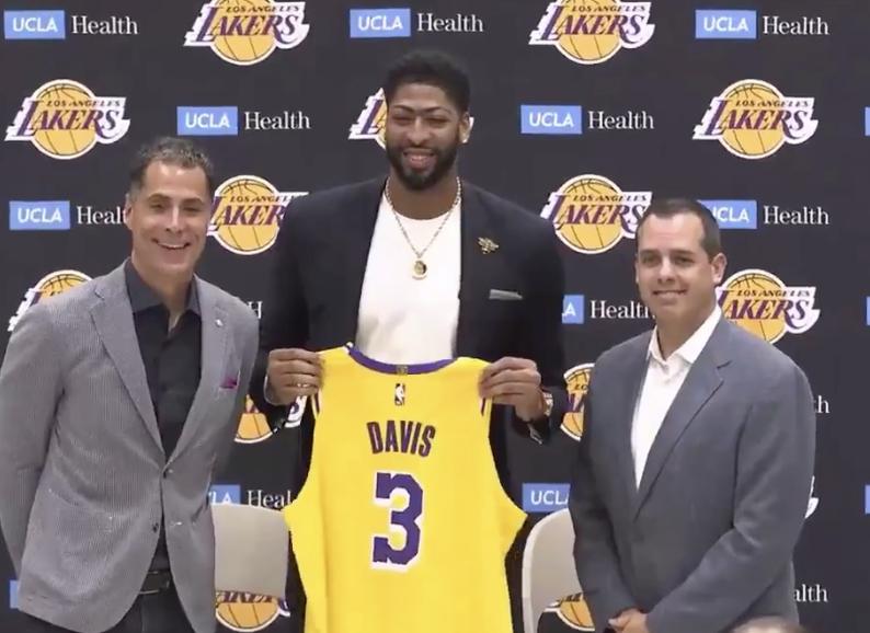 戴维斯:选择3号是因为这是我篮球生涯的第一个号码