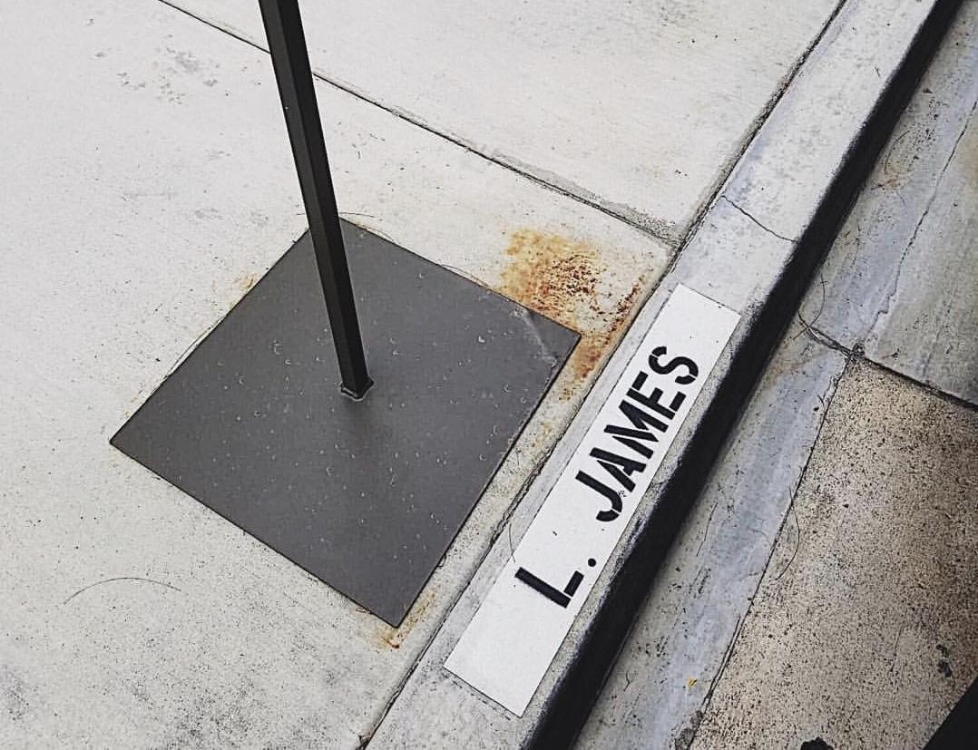 逆来顺受!莫雷晒照透露准备偷走詹姆斯的停车位