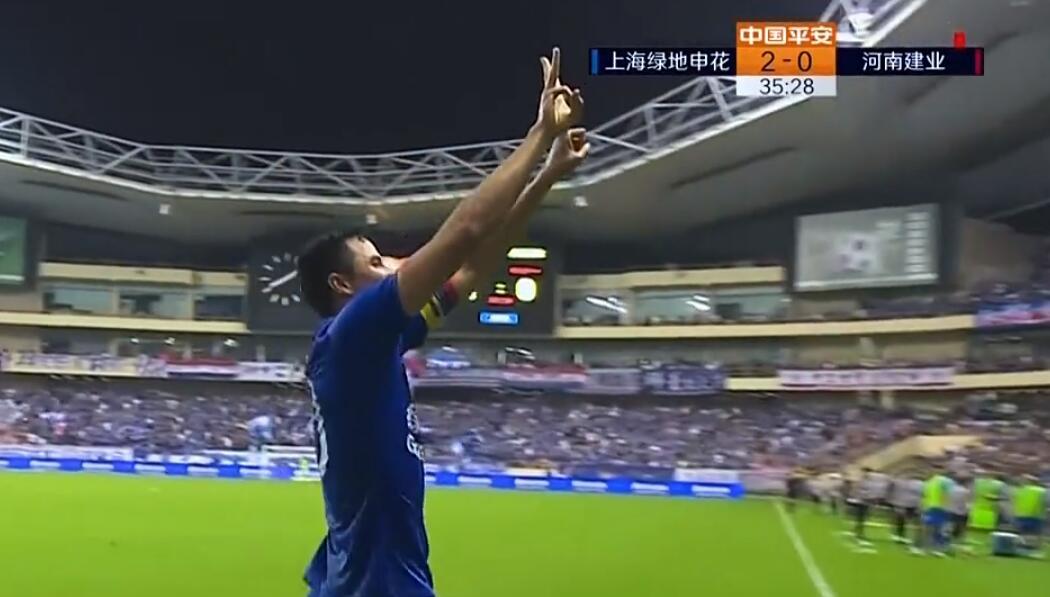 GIF:致敬老队友!莫雷诺进球后手比13献给瓜林