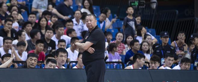 吴庆龙总结比赛:球队失误过多, 还需要加强配合