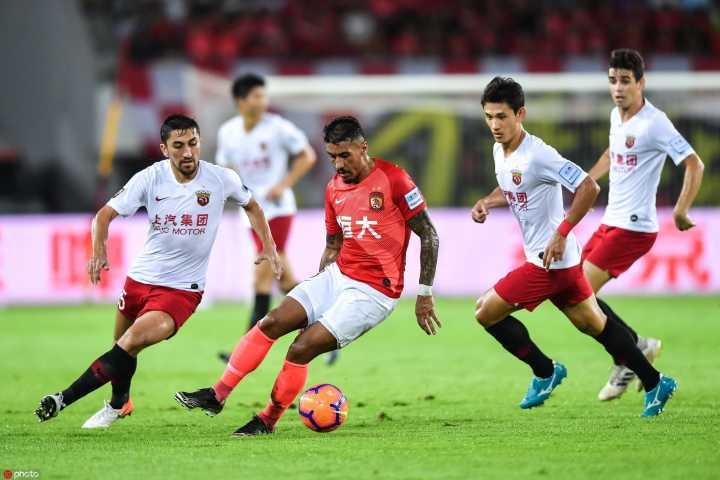 半场:胡尔克破门黄博文张琳芃伤退,恒大0-1上港