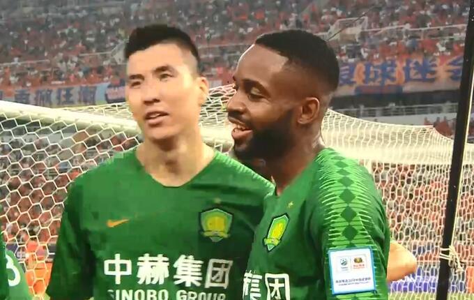 GIF:扳平!巴坎布头球破门,鲁能1-1国安