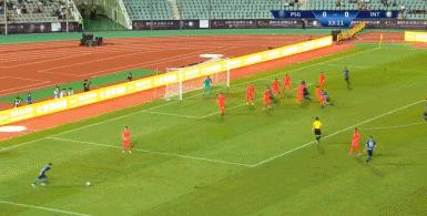 GIF:大力出奇迹,国米任意球开出底线