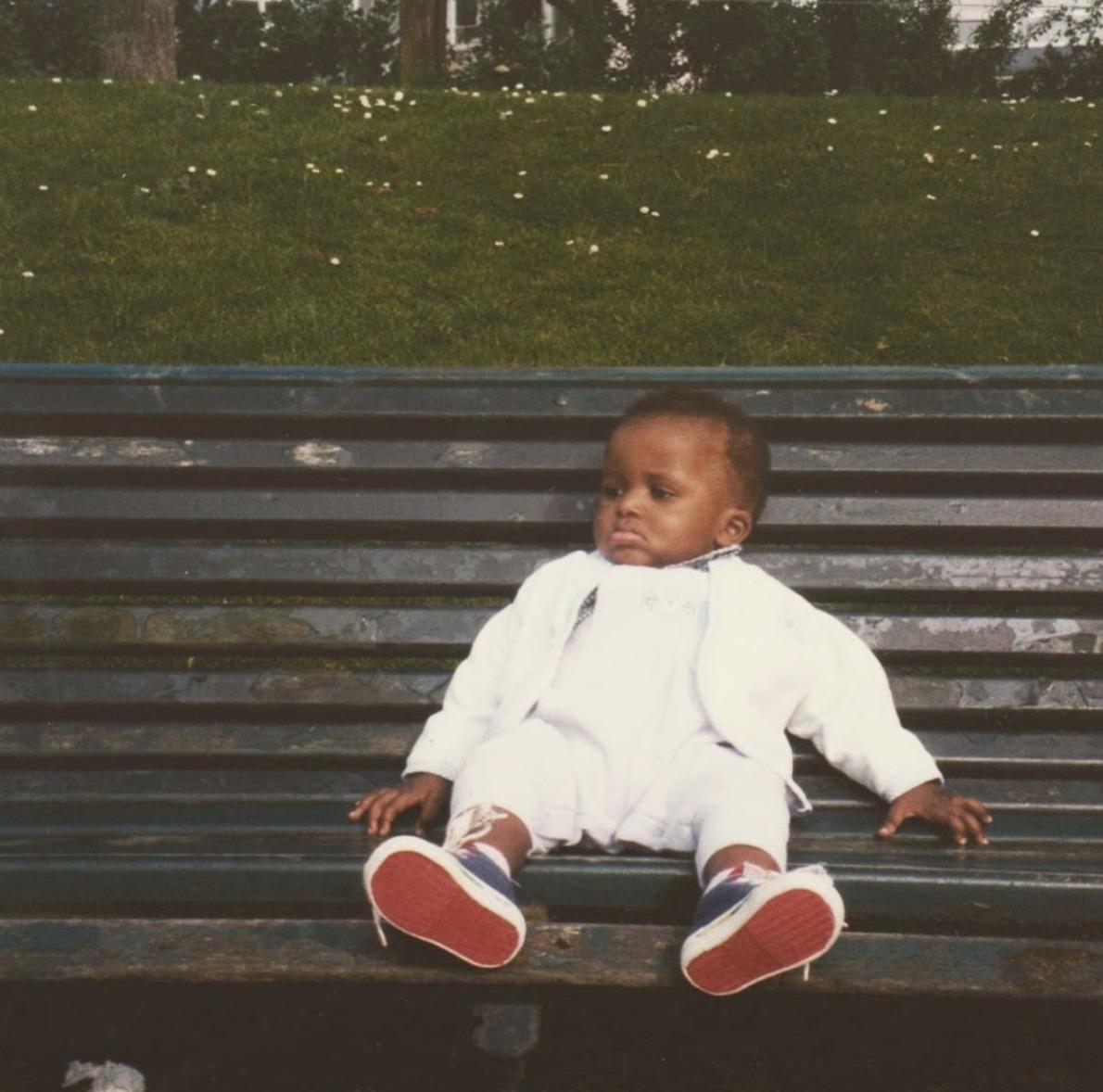 尼利基纳晒自己幼儿照:感激又长大了一岁