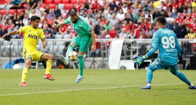 奥迪杯:本泽马戴帽马里亚诺造两球,皇马5-3费内巴切