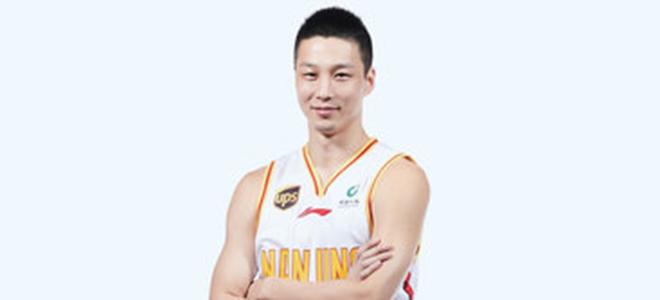 宋翔:杨力正在考虑退役,上赛季受足底筋膜炎严重困扰