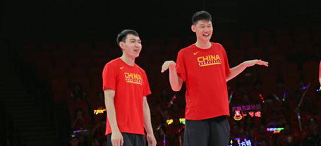 胡金秋、吴前结伴回杭:在国家队收获非常大,继续好好练
