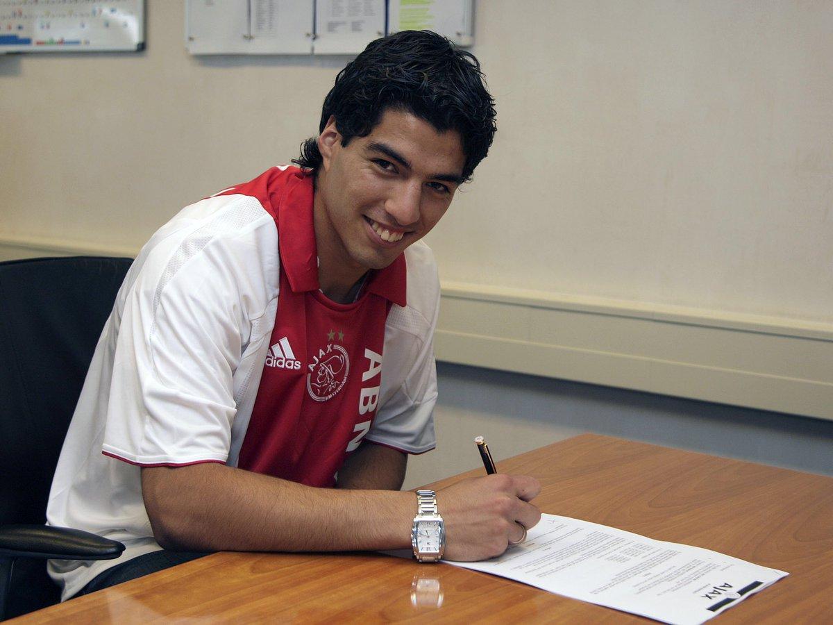 想你!阿贾克斯官推:12年前今天,我们签下了苏亚雷斯
