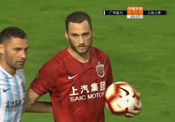 GIF:叶楚贵犯规阿瑙点球命中,富力1-1上港