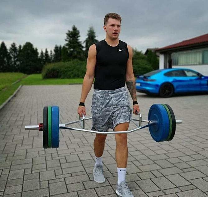 卡莱尔:东契奇休赛季在努力训练,下赛季会继续进步