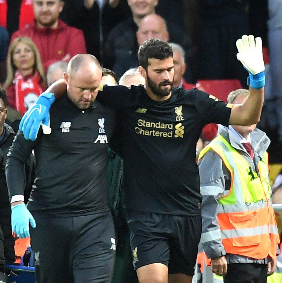 GIF:揪心,阿利松开球时受伤被阿德里安换下