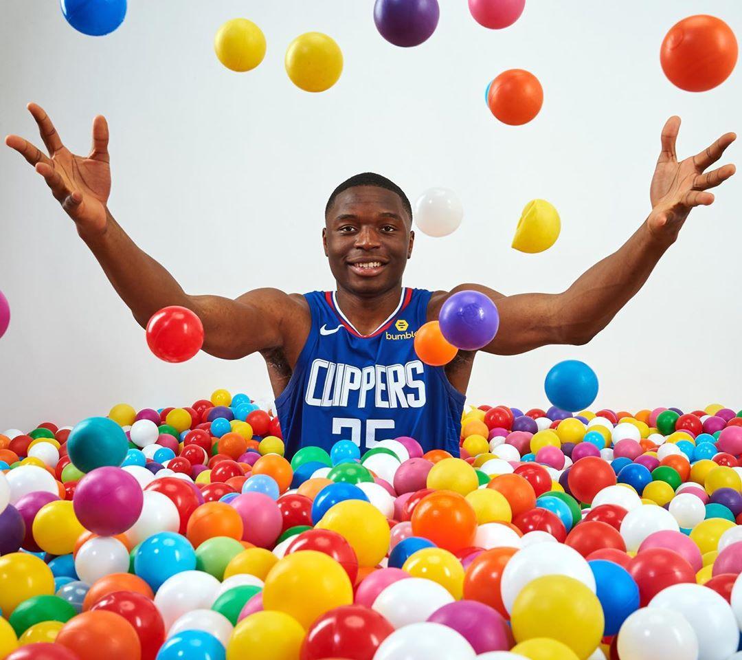 童心未泯!NBA社媒晒出众新秀球员海洋球池内照片