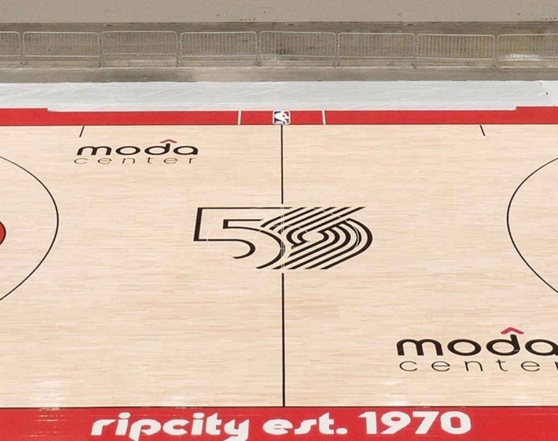 开拓者官方晒出主场地板照以此纪念建队50周年纪念日