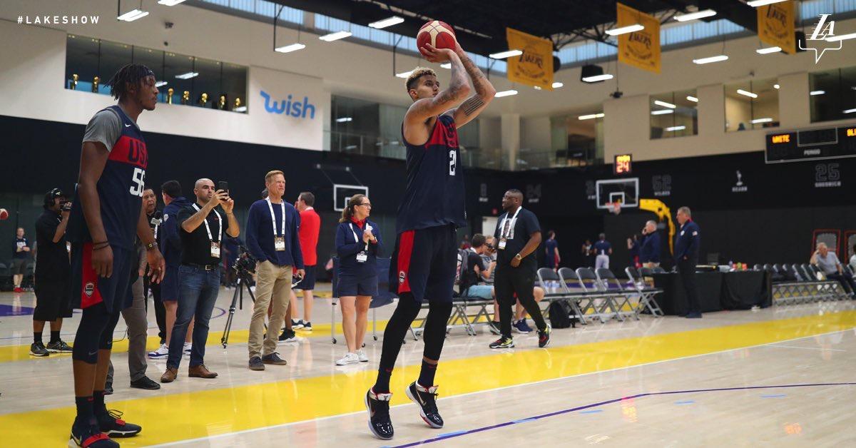 熟悉的球场!湖人官方发布库兹马今日在美国男篮训练图集