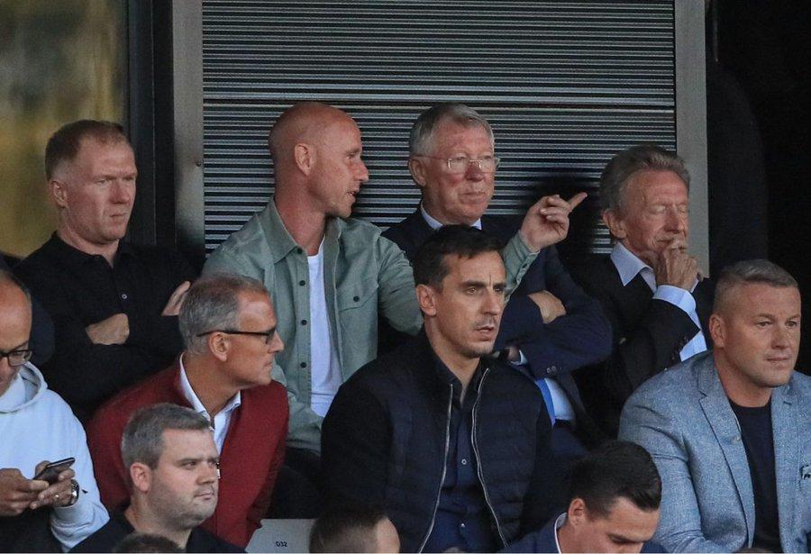 内维尔:曼联肯定会再夺奖杯,没准在利物浦前再拿英超