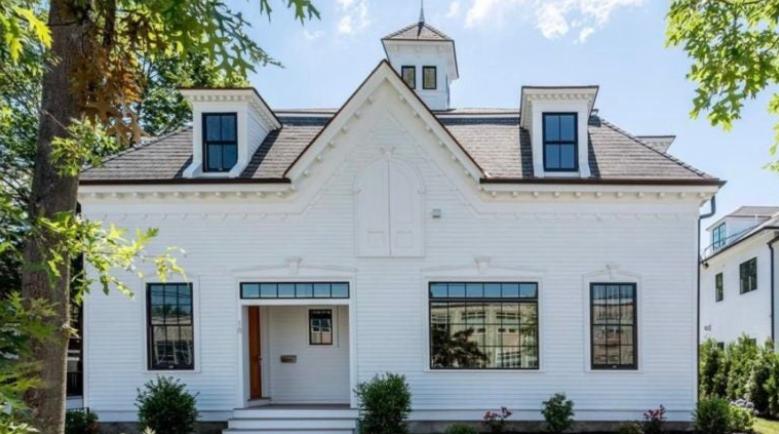 贝恩斯将自己在马塞诸塞州的房产挂牌出售