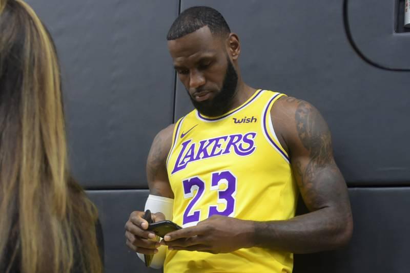 《福布斯》发布年度篮球运动员社媒价值排行:詹姆斯登顶