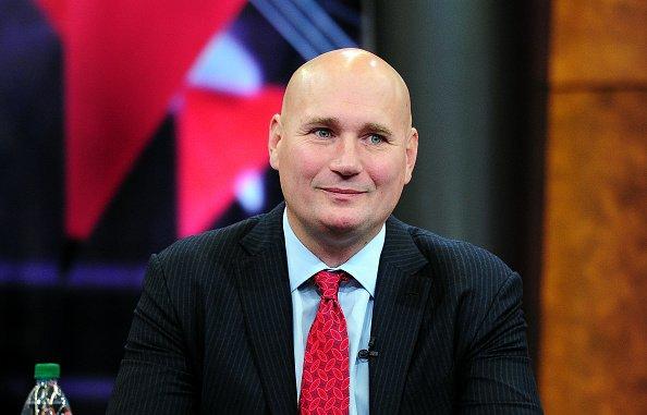 老鹰与球队总经理斯拉维特-施伦克达成一份众年续约相符同
